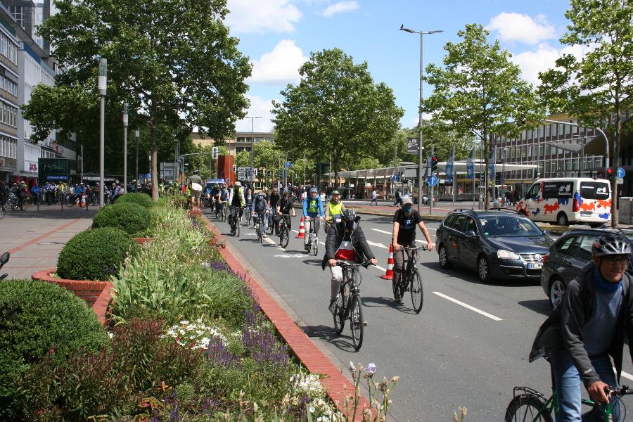 Pop-Up-Radweg auf dem Südring in acht Minuten (Pressemitteilung)